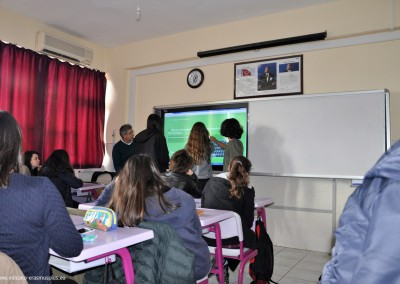 Lessons about volcanos and earthquakes in Turkish school