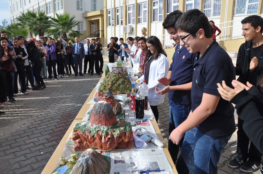 The volcano model competition at Turkish school